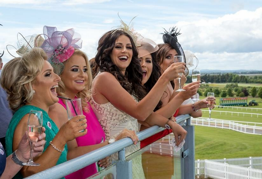 ladies day text and pic